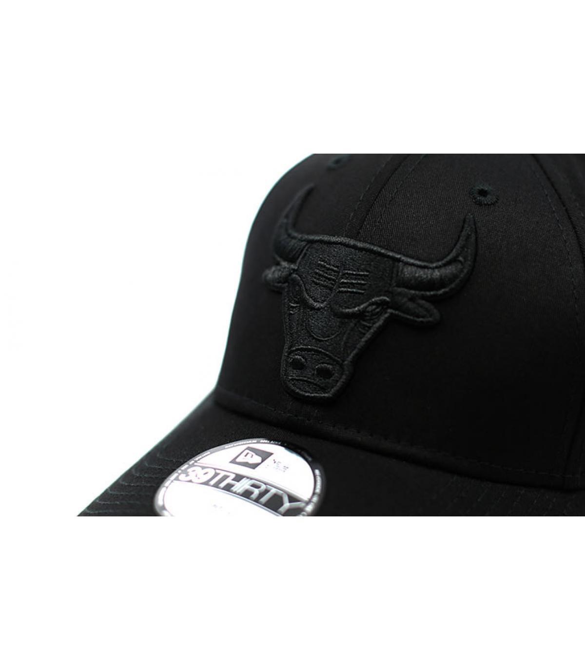 Détails Casquette Bulls Black On Black 39Thirty - image 3