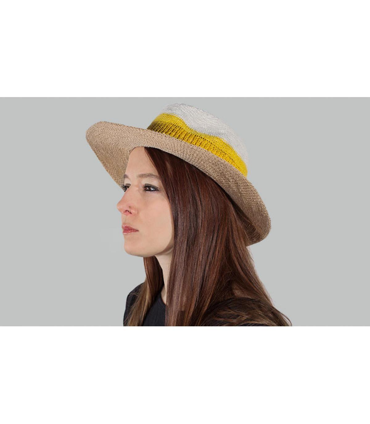 chapeau rayé jaune