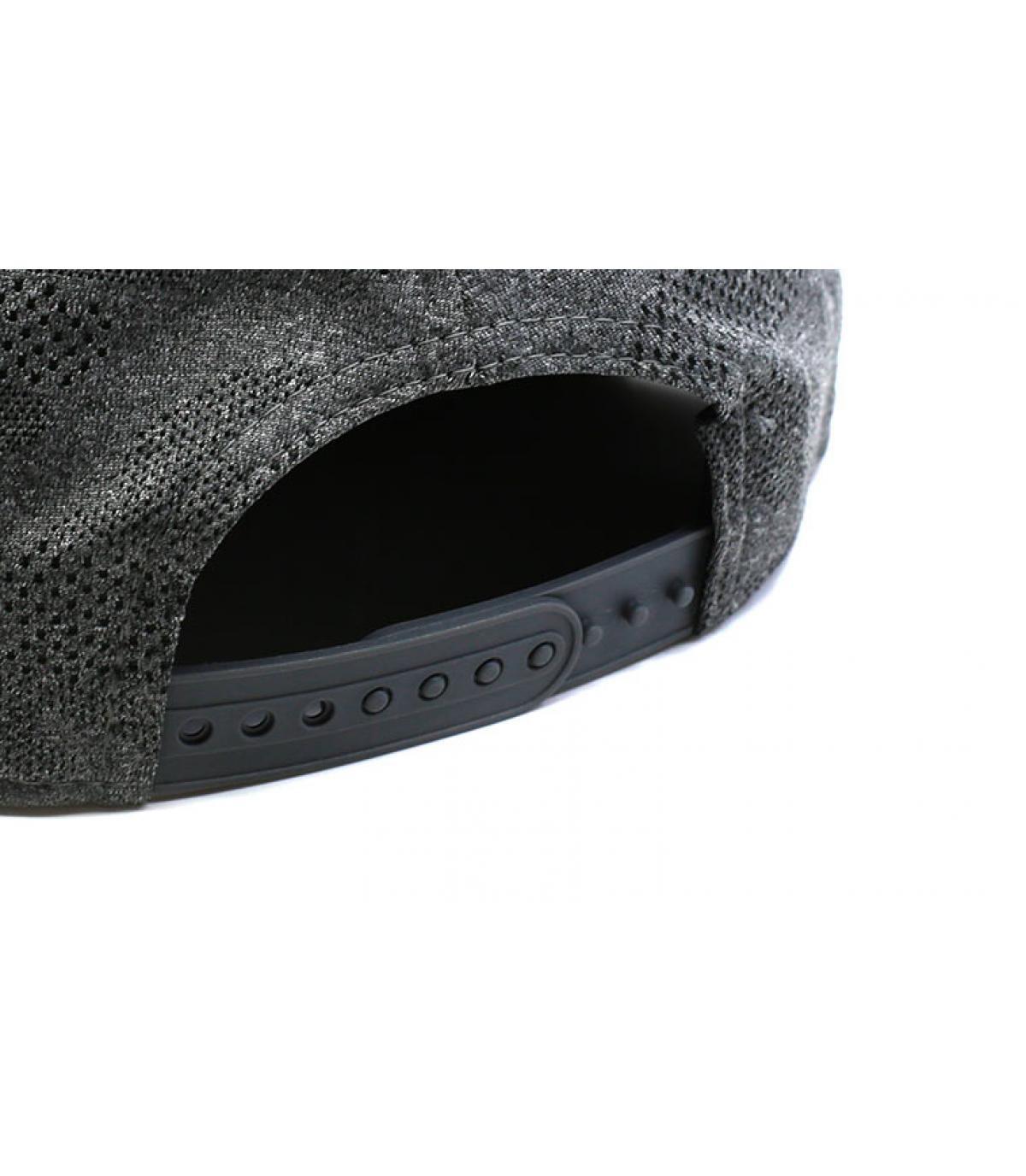 Détails Snapback Engineered Plus Raiders 950 gray black - image 5