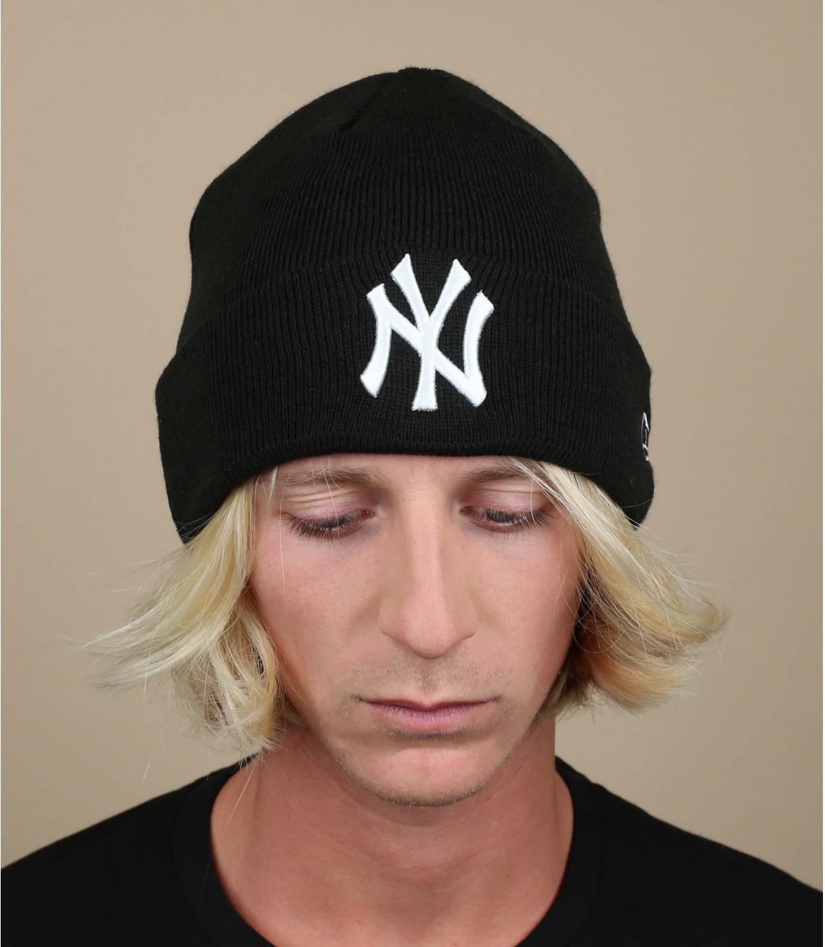 bonnet NY revers noir blanc
