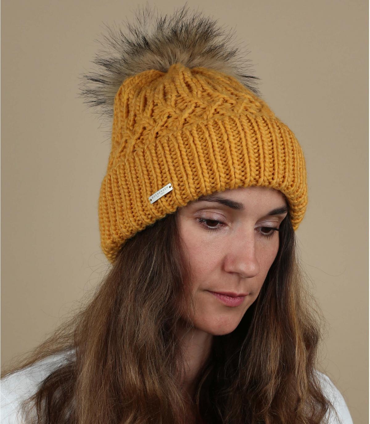 bonnet pompon jaune fourrure