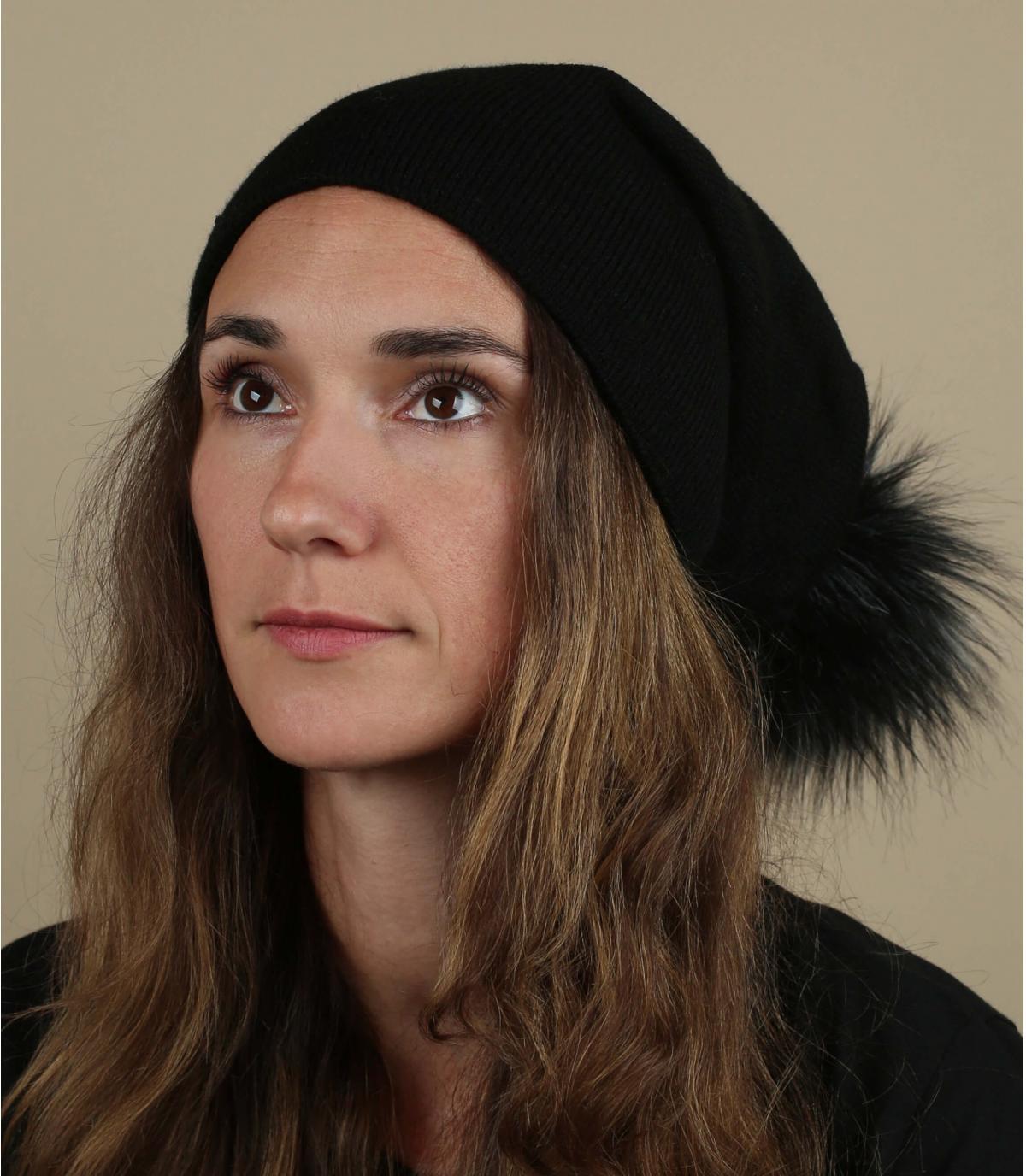 bonnet noir long pompon fourrure