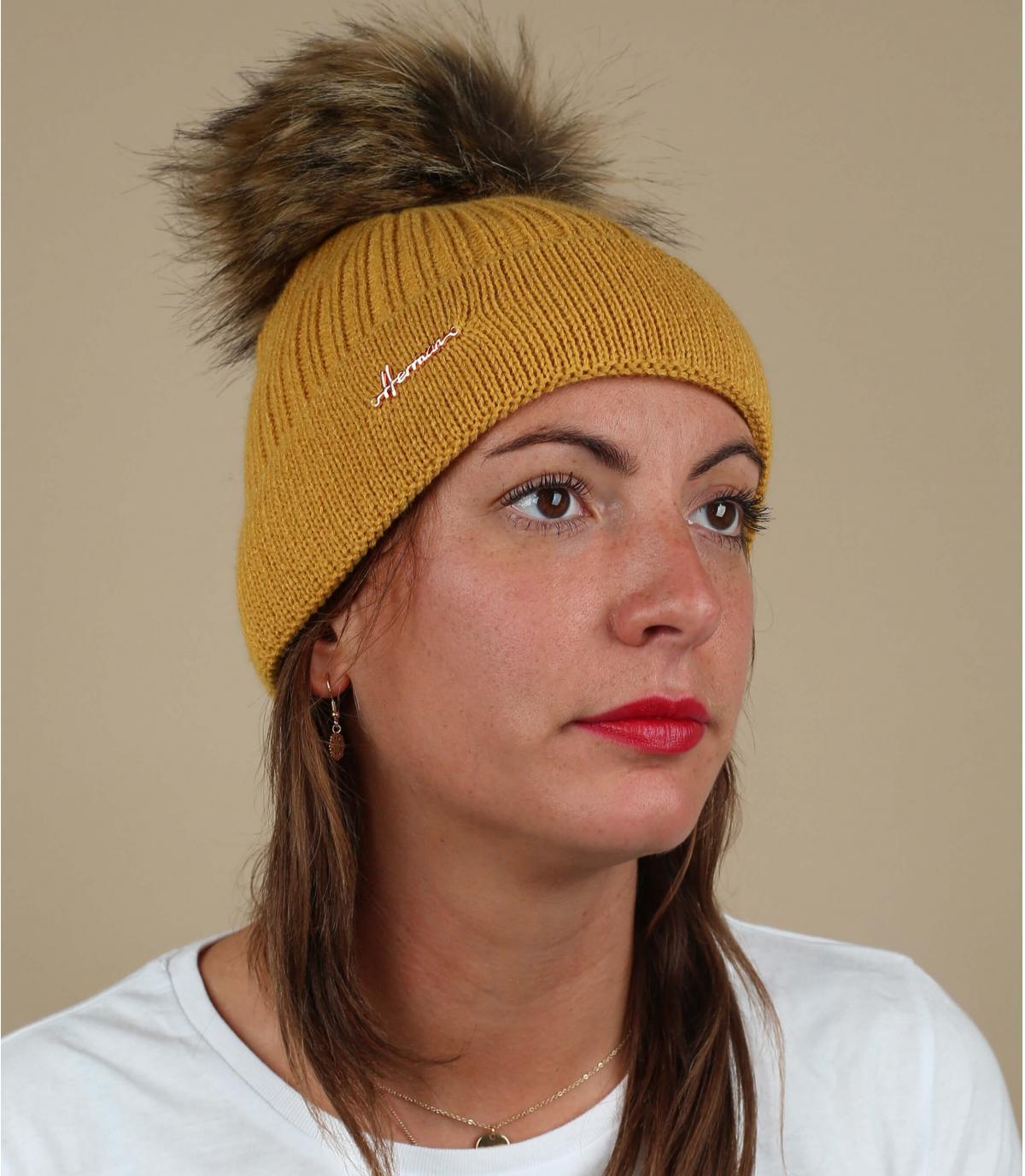 bonnet jaune pompon fourrure