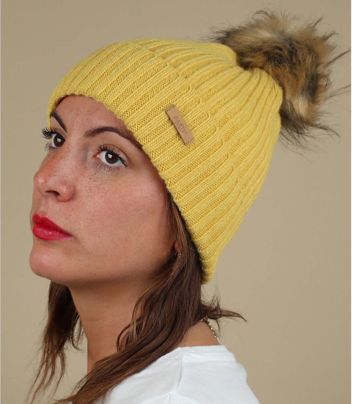bonnet laine jaune pompon fourrure