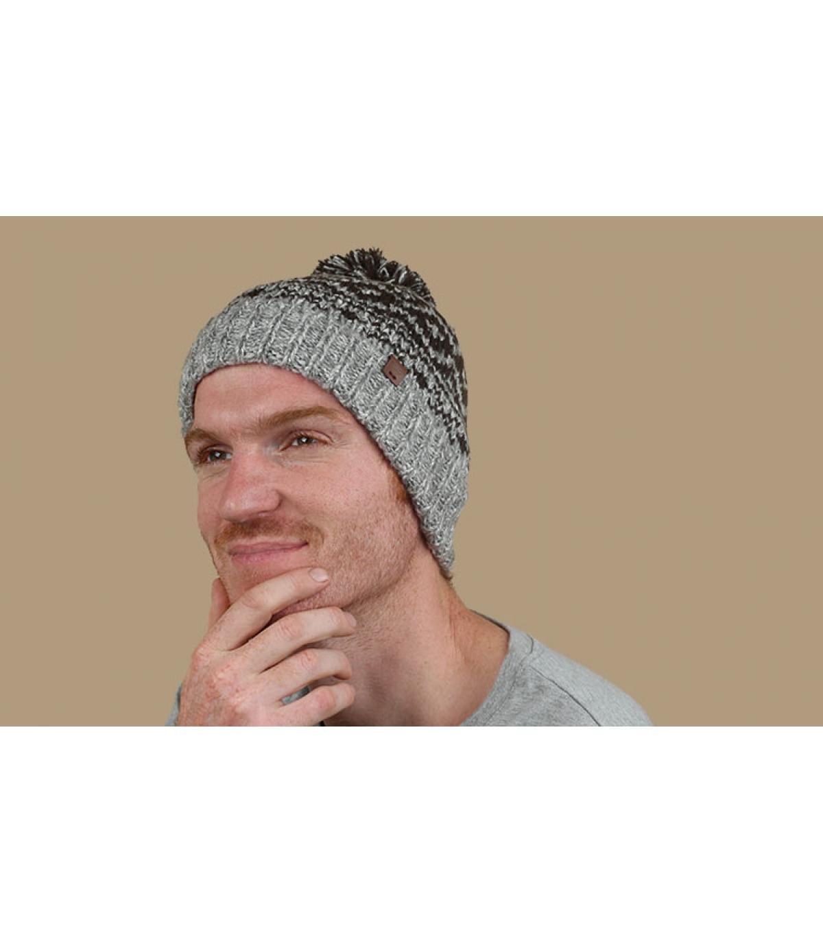 bonnet pompon motifs gris