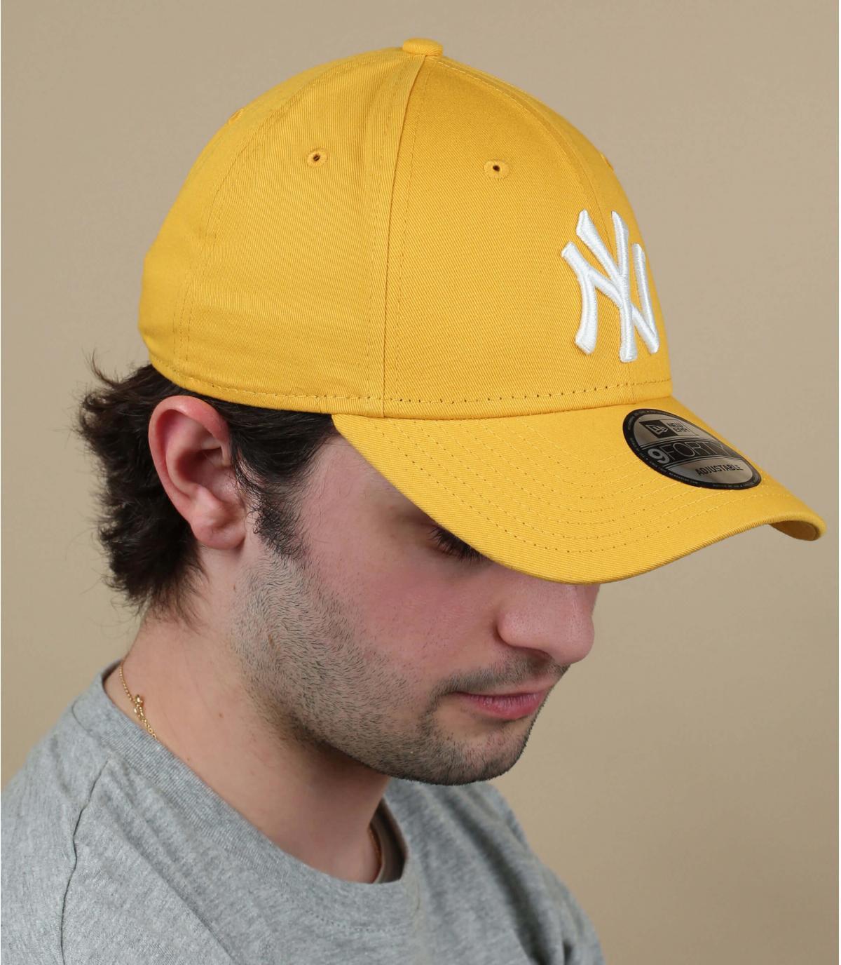casquette NY jaune blanc
