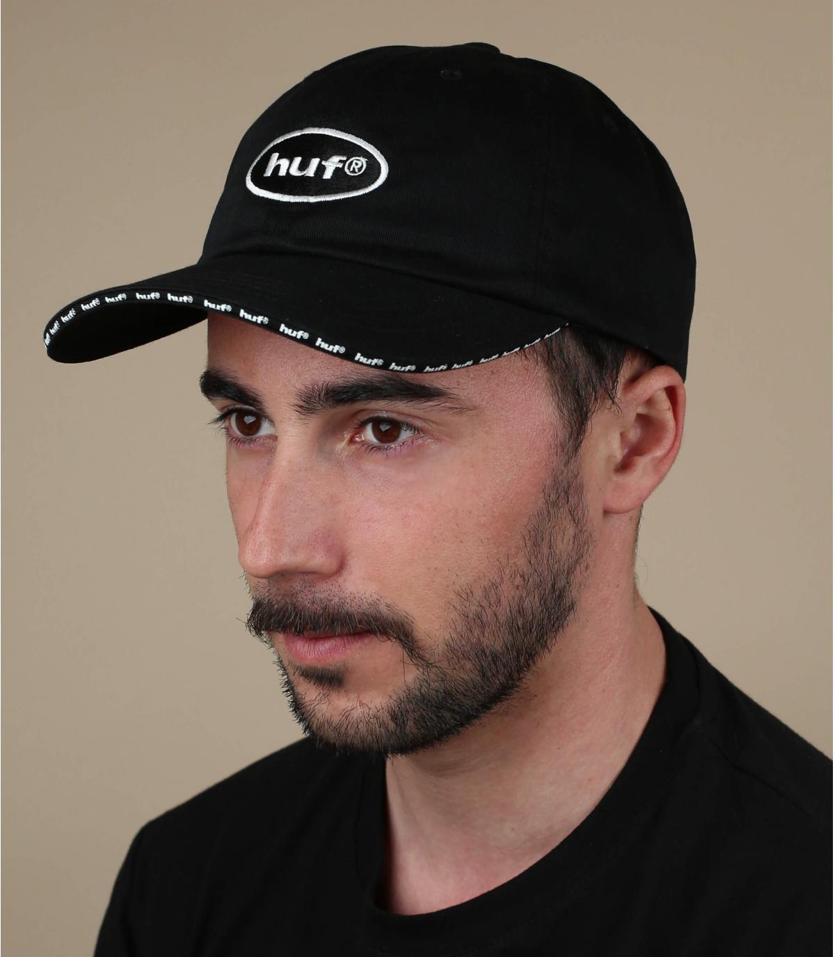 casquette noire Huf