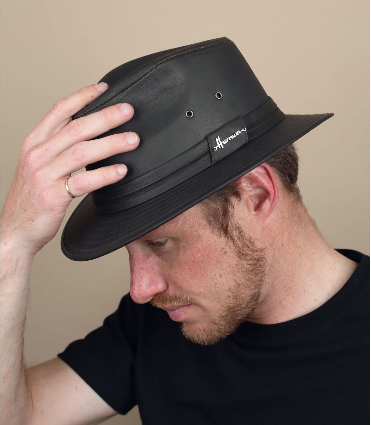 chapeau imperméable brun