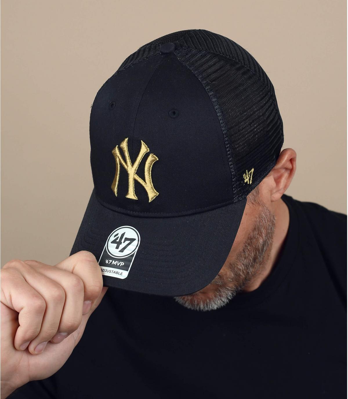 trucker NY noir logo or
