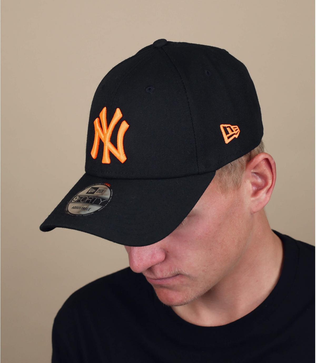casquette NY noir orange fluo
