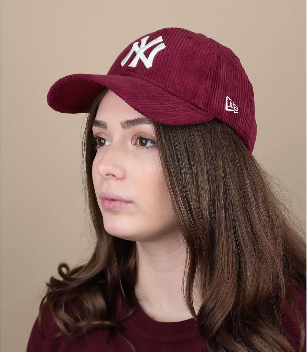 casquette velours rouge