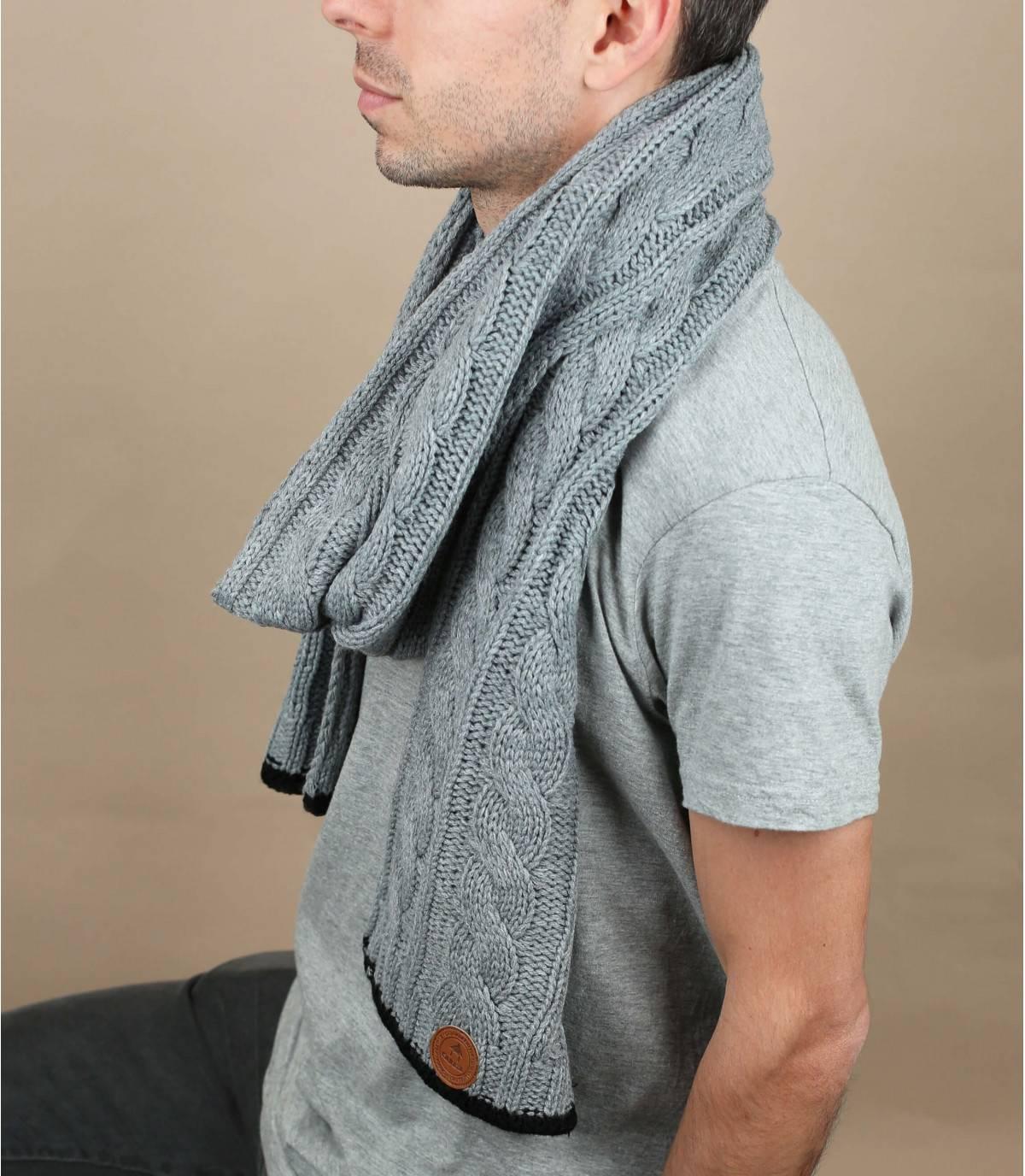 écharpe torsade gris