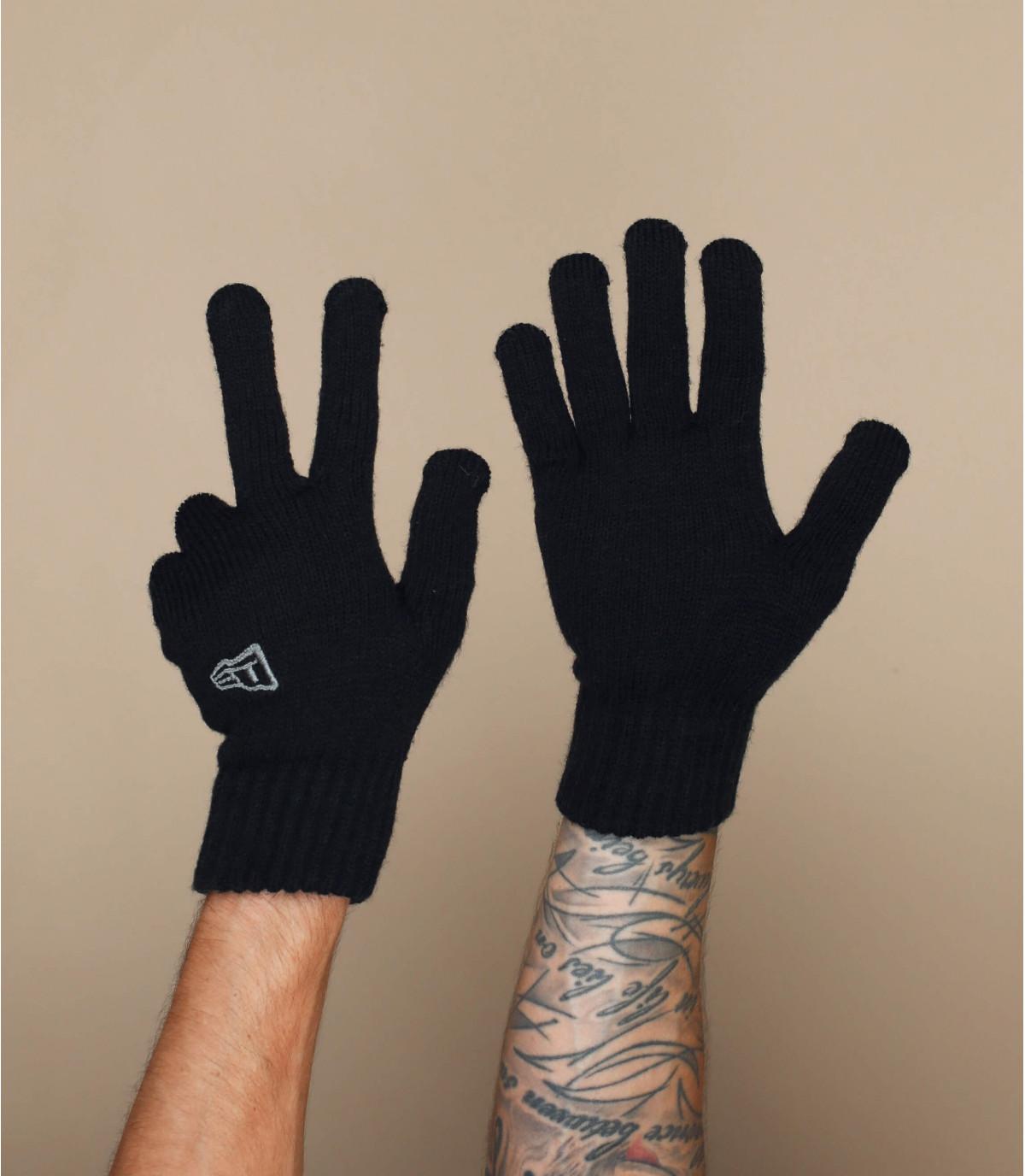 gants noir New Era