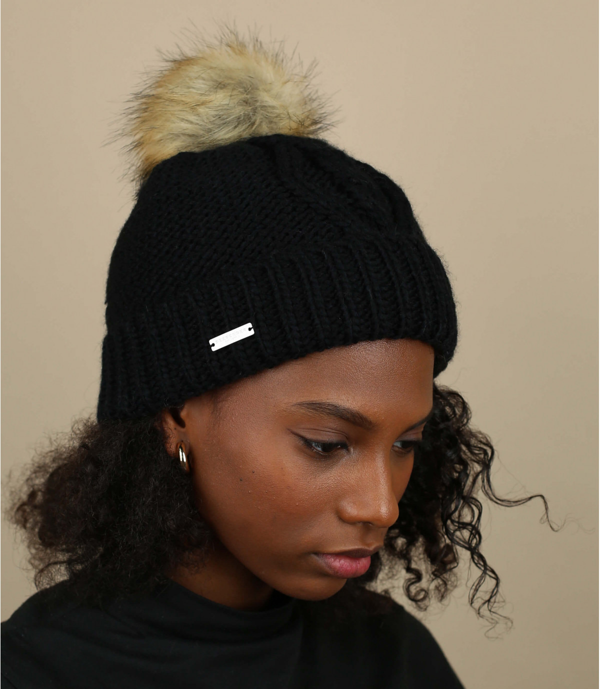 bonnet revers noir pompon