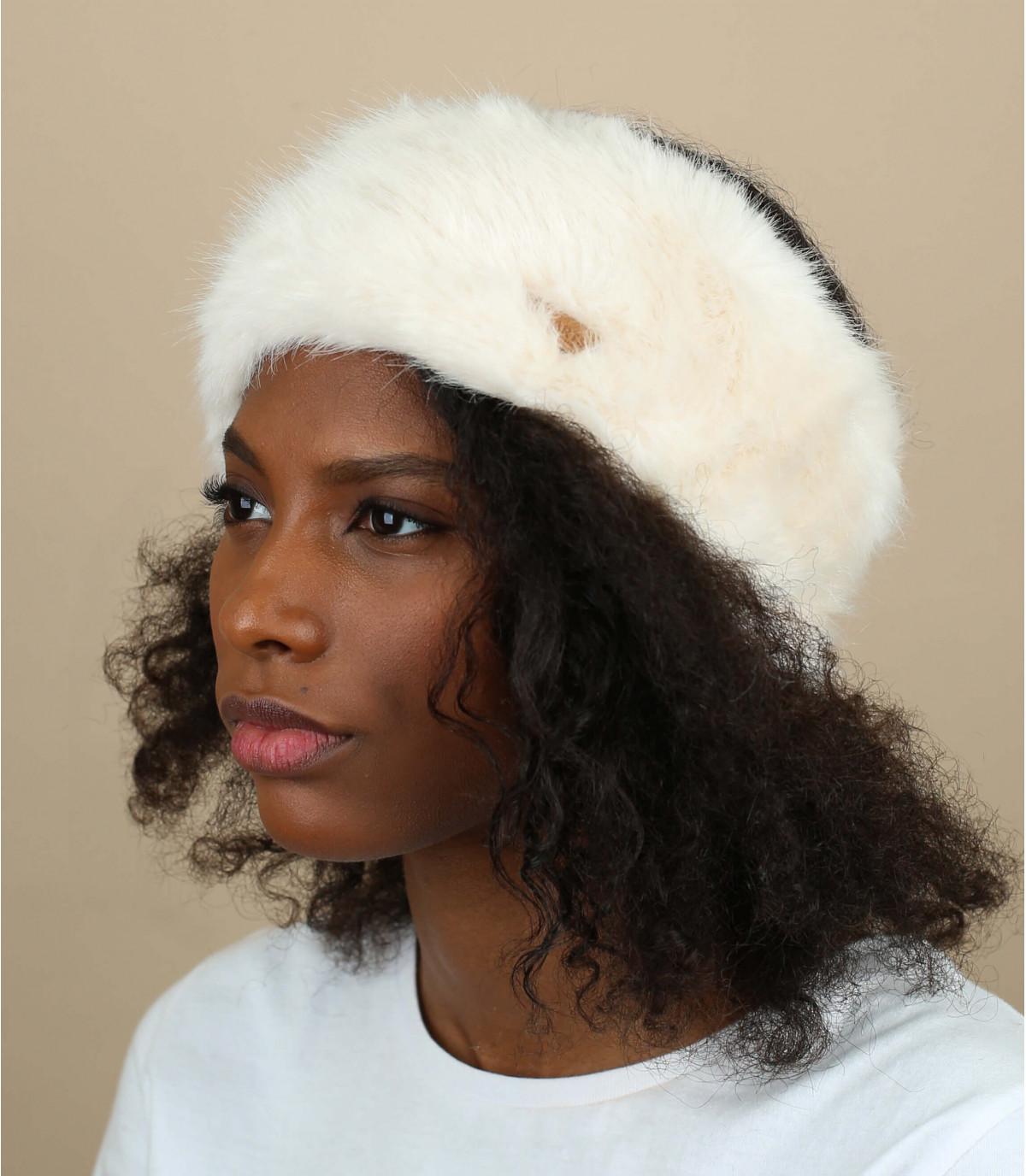 Fur hb white