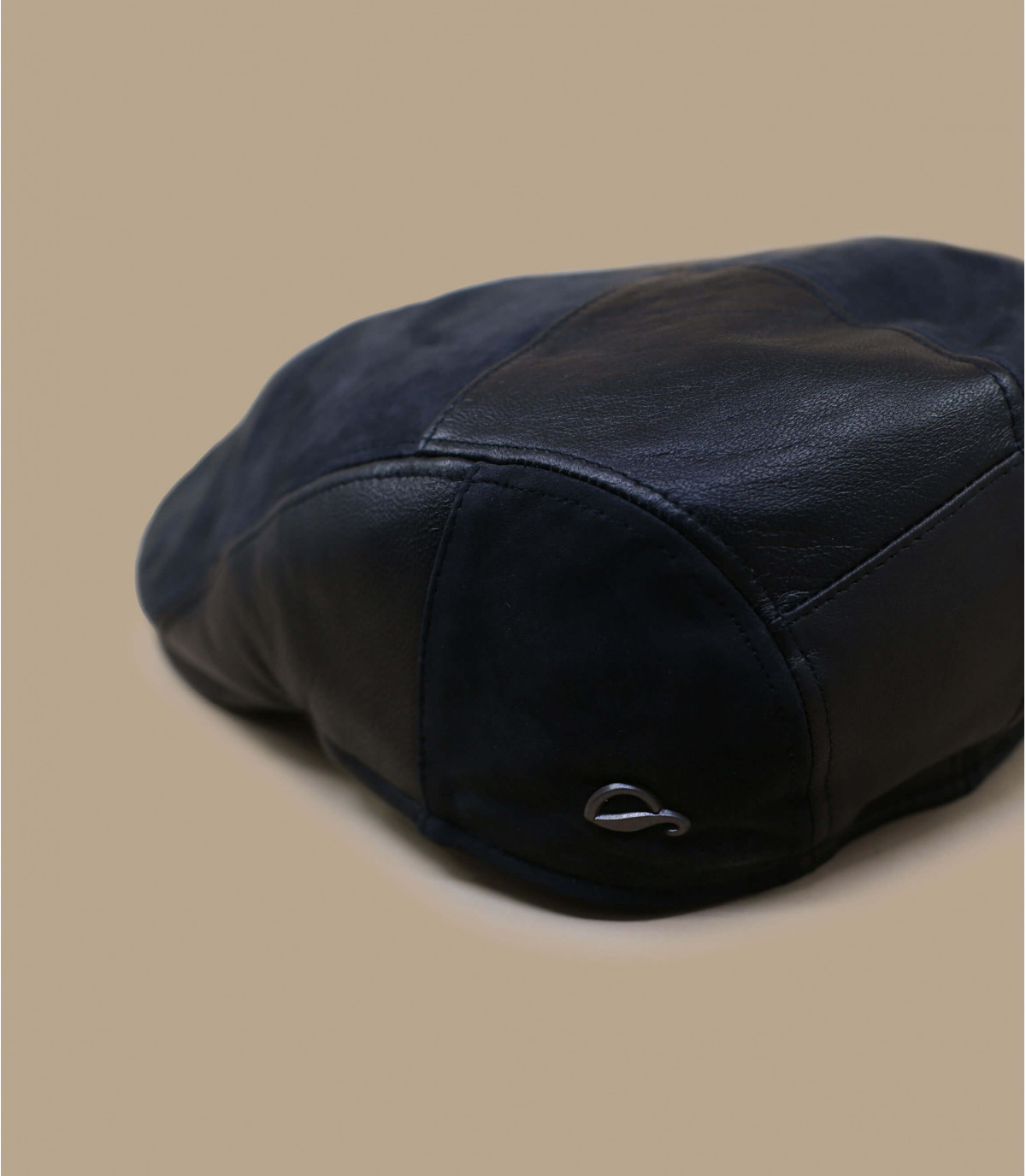 béret cuir noir