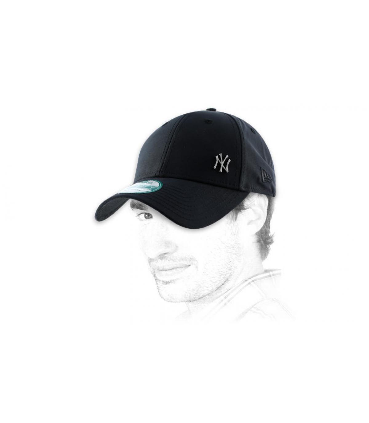 Casquette noire petit logo NY