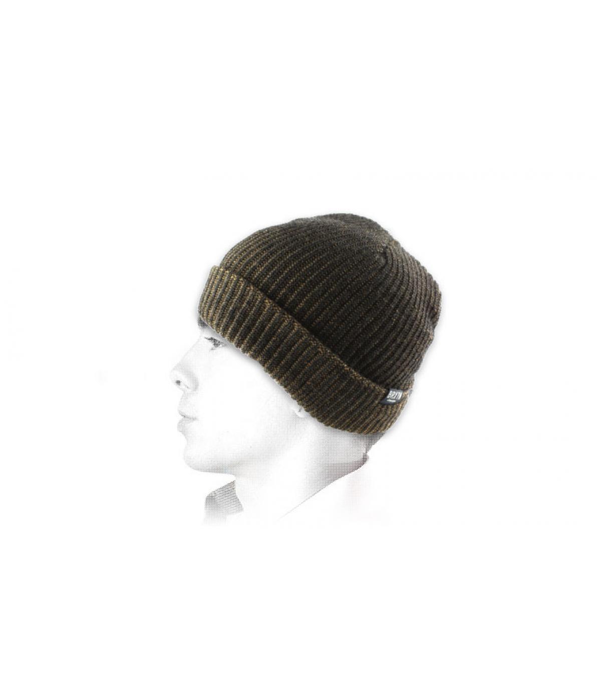 Bonnet revers acrylique