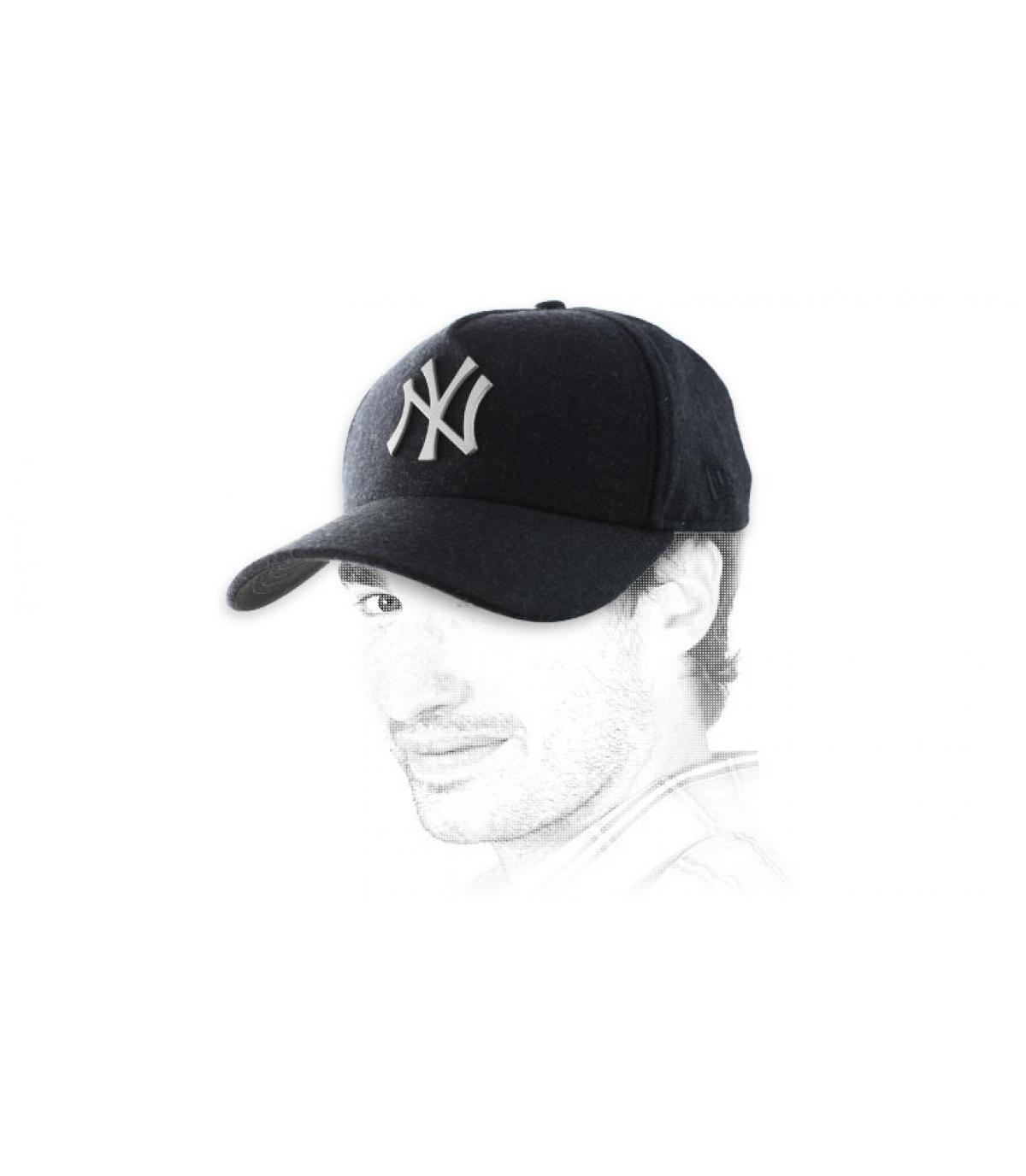 casquette NY noire logo métal