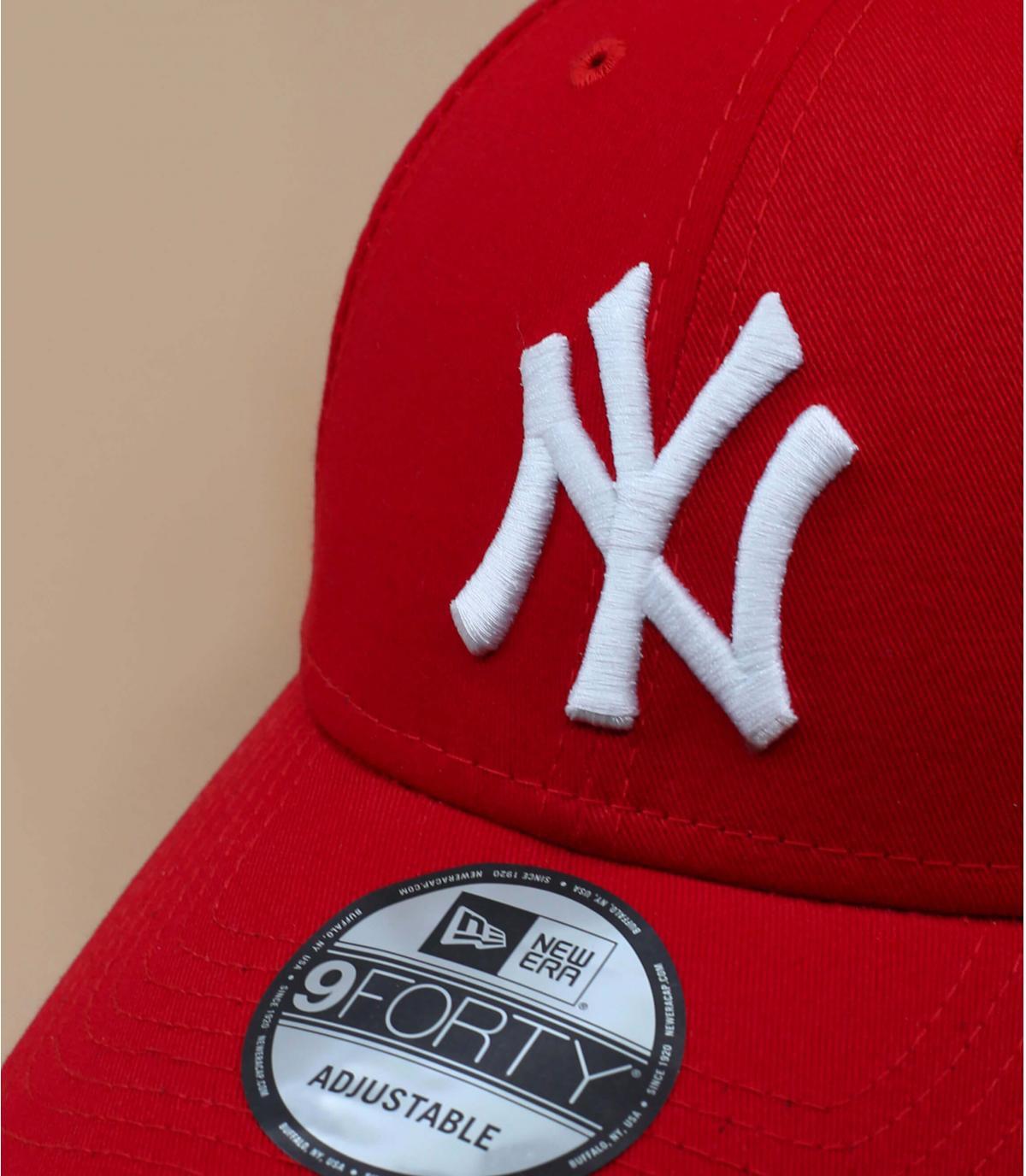 8a4e798321ee8 Casquette ajustable rouge - Trucker NY rouge ajustable par New Era.