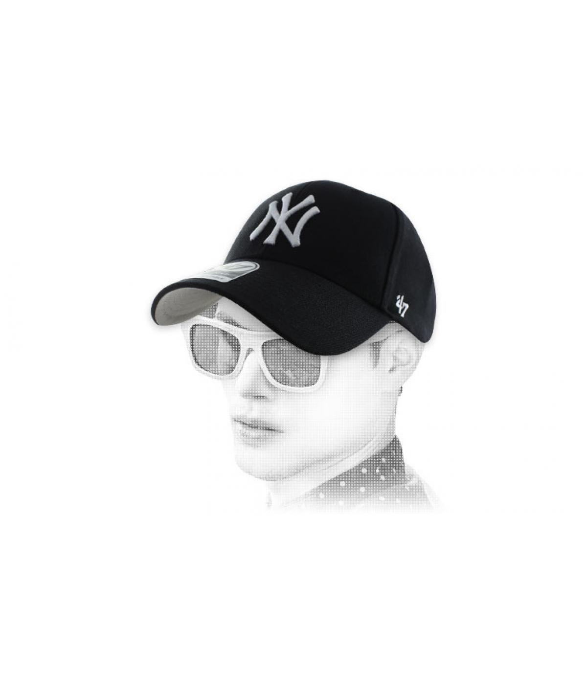 cap curve NY noire 47'