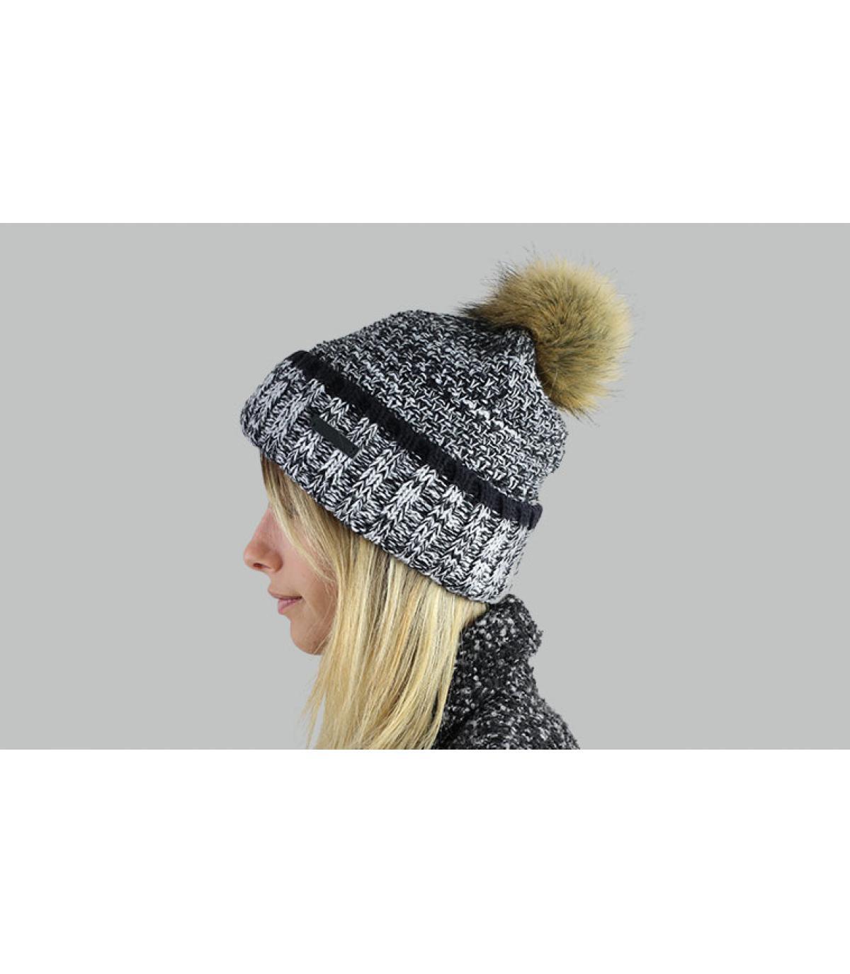 bonnet noir blanc pompon fourrure