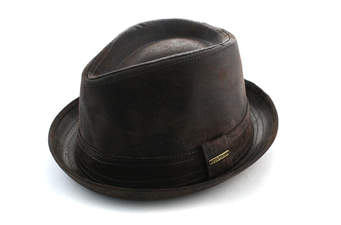 chapeau cuir bords courts