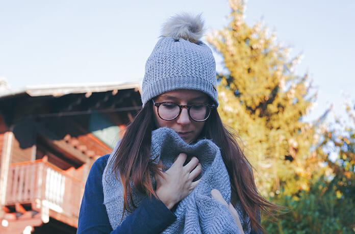 bonnet pompon femme gris